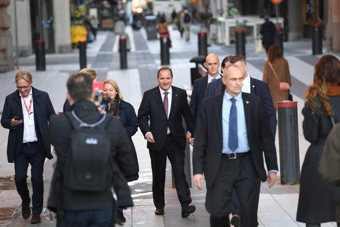 Stefan Löfven På väg till riksdagshuset för att träffa talmannen.