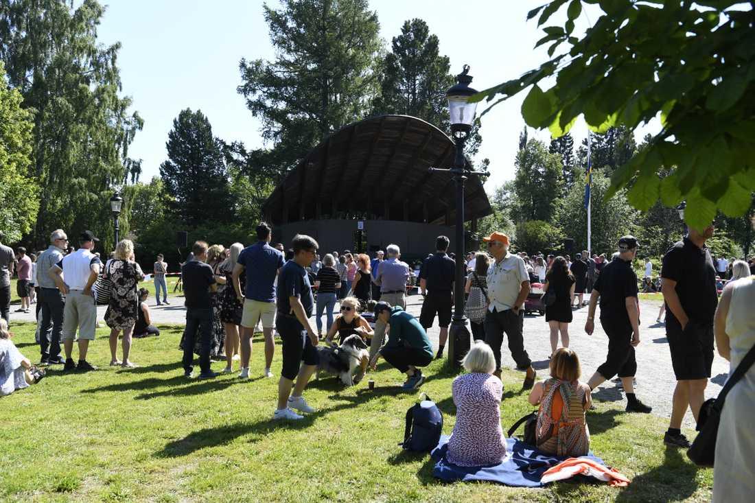 Nio människor dog i en av de värsta flygolyckorna någonsin i Sverige. På söndagen hedrades de med en minnesceremoni.
