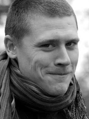 Lön: 24 000 kronor. Peter Svensson, 27 år. Gymnasielärarexamen.  – Om inte något görs åt lönerna kommer inte några duktiga studenter söka sig till yrket, och skolan kommer då att myllra av dåliga lärare.