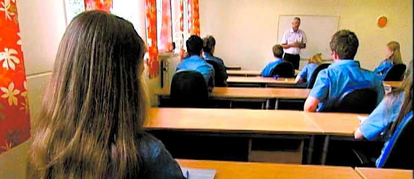 Eleverna i sektens skolor världen över bär uniform. Bilden är en arkivbild.