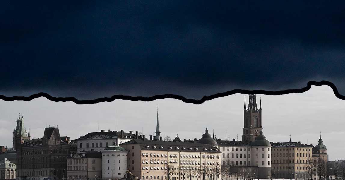 Det mörka molntäcket över Sverige beror på ett högtryck från Ryssland. Bilden är ett montage.