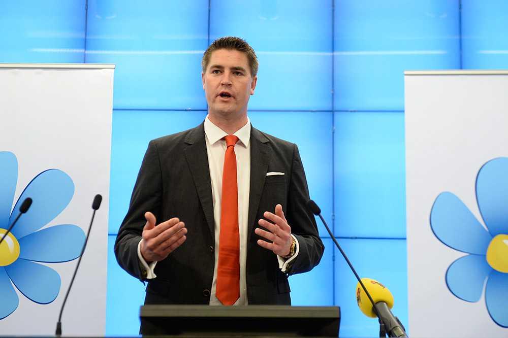 """SD har inte bestämt sig för vilken budget de kommer stödja. """"Vi diskuterar frågan"""" partiets ekonomisk-politiska talesperson Oscar Sjöstedt."""