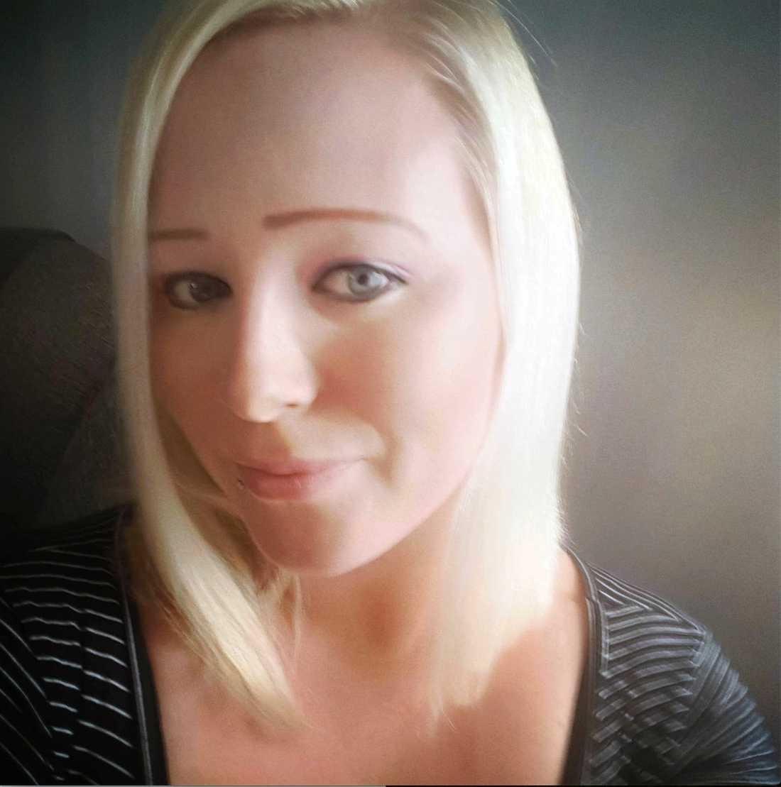Tiina Kuurola, 35, har anmält Adlibris till Konsumentverket