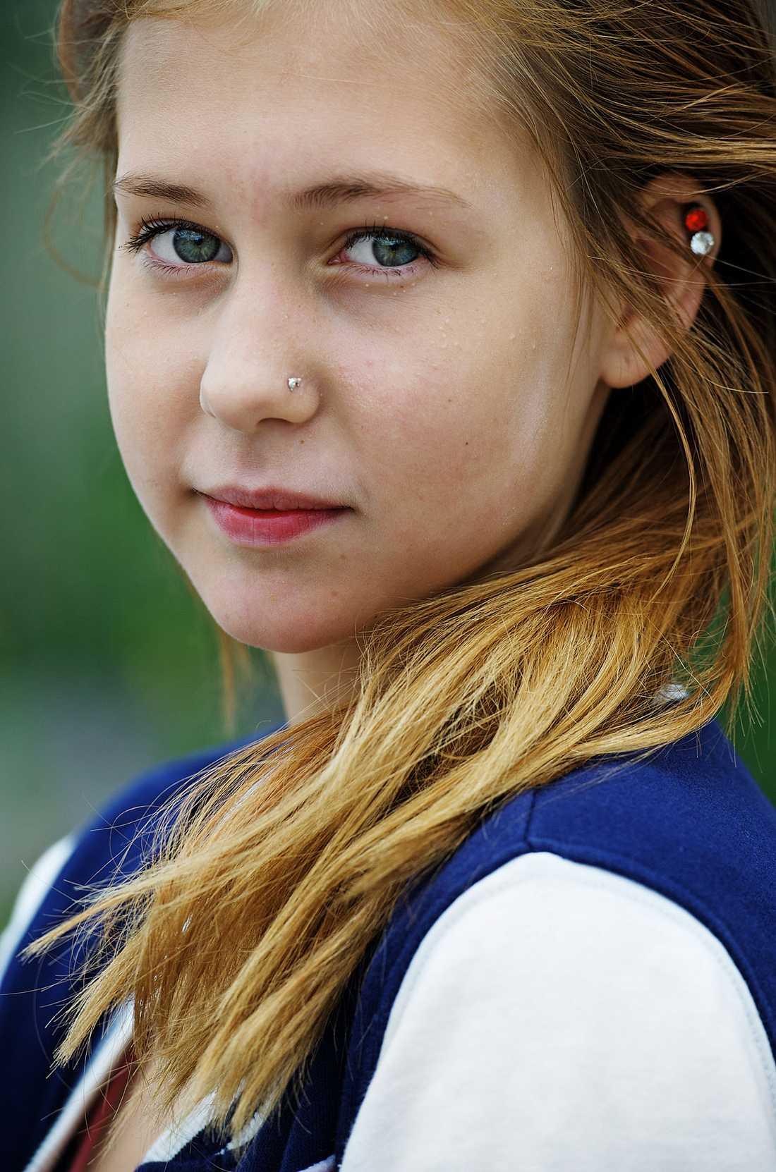 Molly Palmborgs mamma Therese anmäler nu friskolan till Skolinspektionen.
