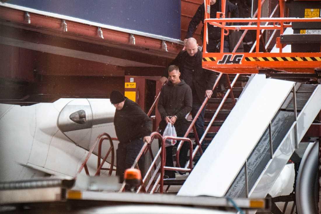 Här landar Kim Eriksson Sirawan på Arlanda flygplats.