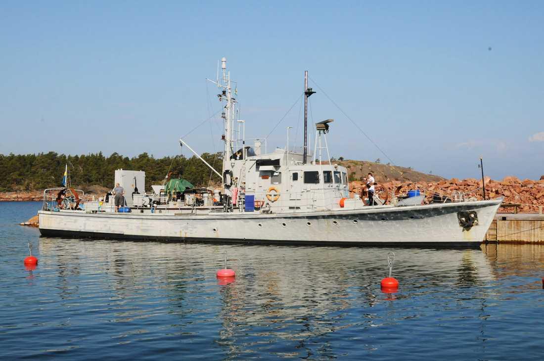 Det var med den här båten som teamet färdades med när de hittade den främmande ubåten.