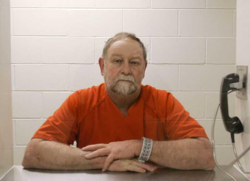 Fängslad Julius Nesbitt intervjuades i fängelset av nyhetsbyrån AP. Han är bland annat misstänkt för förfalskning.