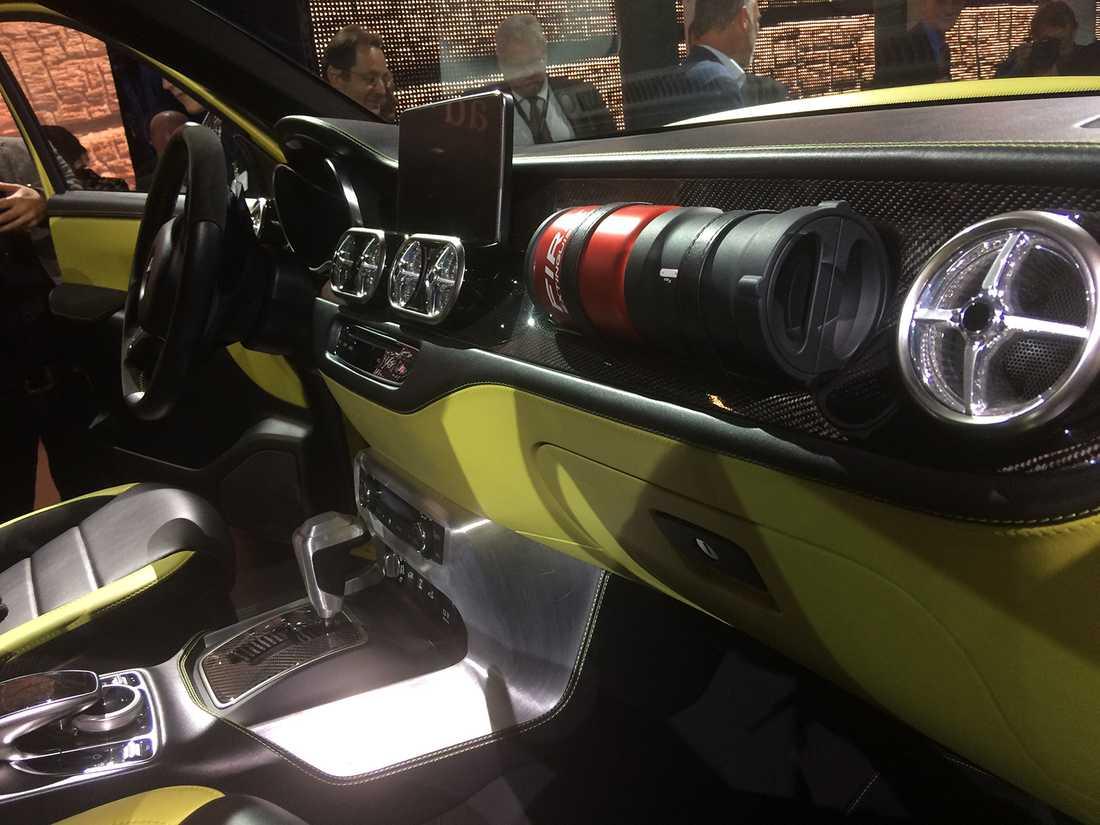 Här märks det att det är en konceptbil... för vart hamnar brandsläckaren när krockkudden utlöses?