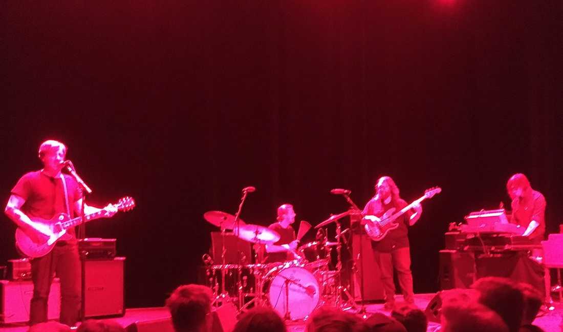 Mängder av gitarrbluesboogie blir det med Sturgill Simpson.