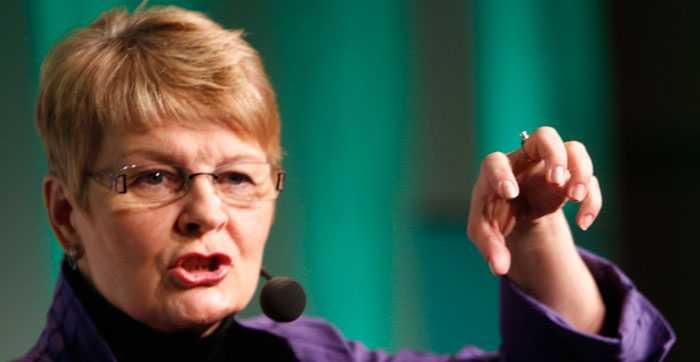 Enligt Maud Olofsson står M i närmare huvudmotståndaren S än C i frågan om arbetsrätten.