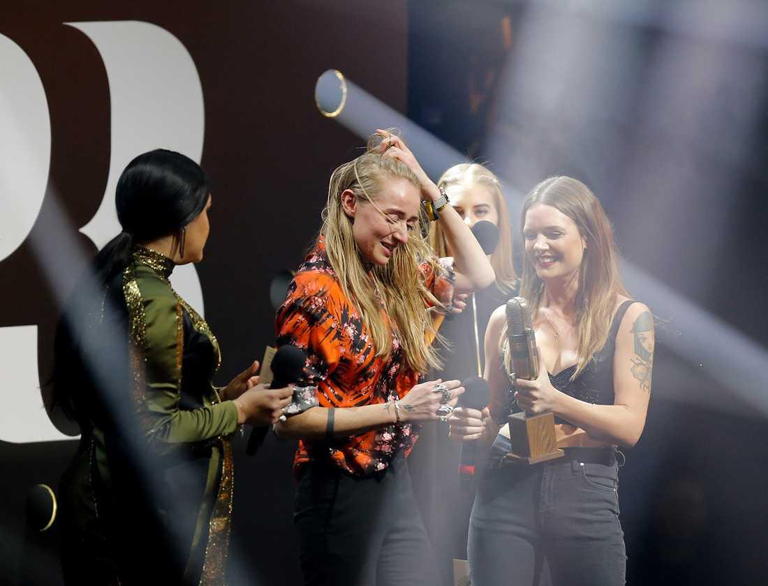 Silvana Imam tog hem Guldmicken som årets bästa liveartist. Tove Lo delade ut priset.