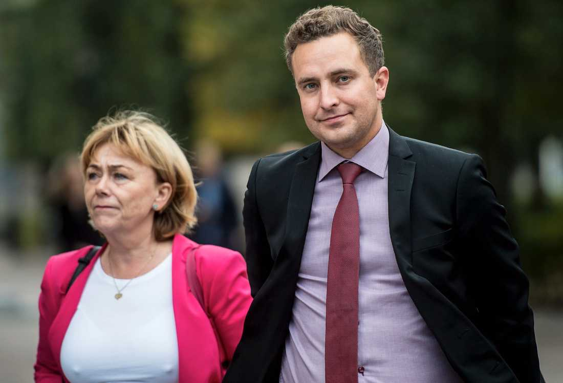 Moderaterna Beatrice Ask och Tomas Tobé vill kriminalisera organiserat tiggeri.