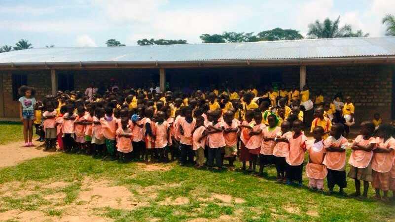 Skolan i Lwengo, Kongo, började med 15 elever men har i dag cirka 400.