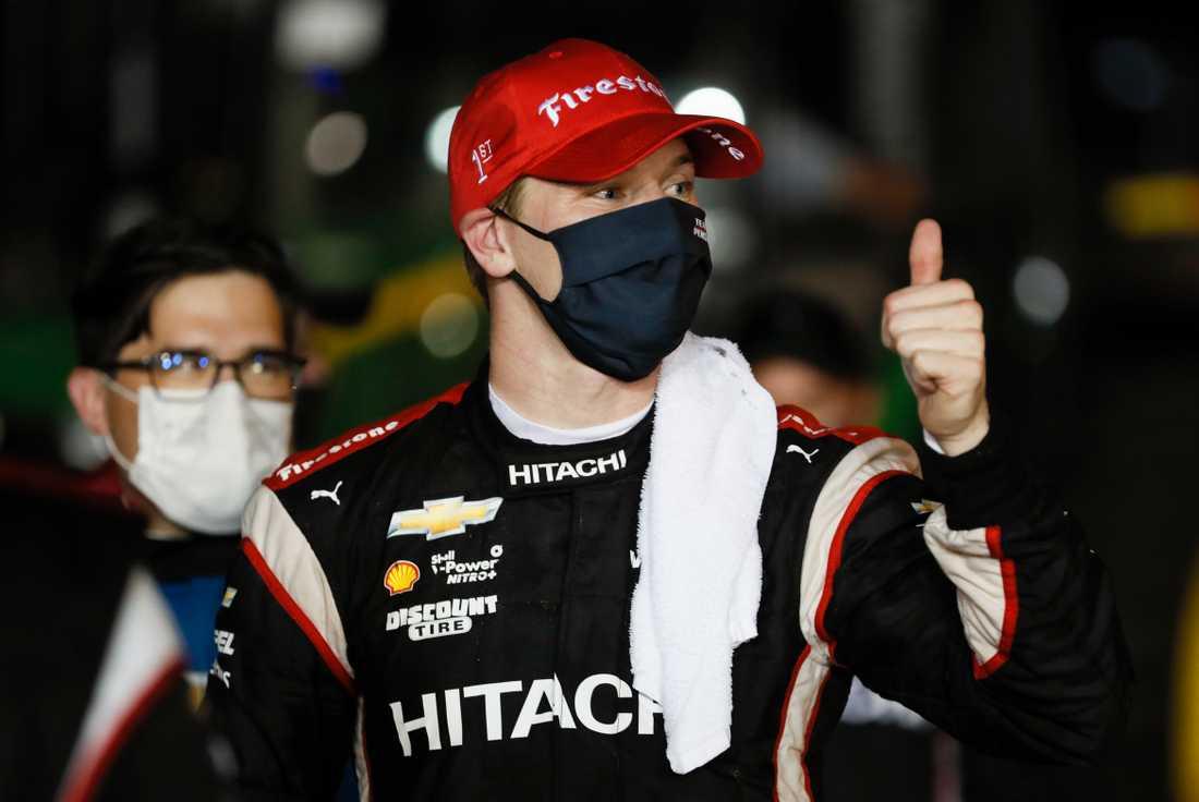 Josef Newgarden klamrar sig fast i titeljakten i IndyCar.