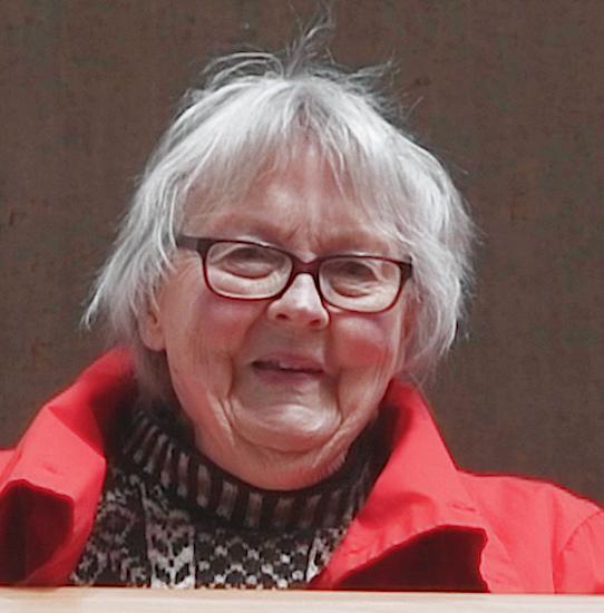 Birgitta Hambraeus, 90, vill få ett telefonsamtal, inte ett sms, från sina anhöriga.
