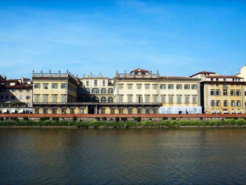 … hennes sista bostad i Rom, Palazzo Corsini  i dag är ett kommunalt konstmuseum? Hennes dödsrum finns kvar med ursprunglig takmålning. Hennes egna stora samlingar av böcker, konst och antikviteter splittrades på många händer, mycket stals av hennes anställda. En mycket liten del kom tillbaka till Sverige.