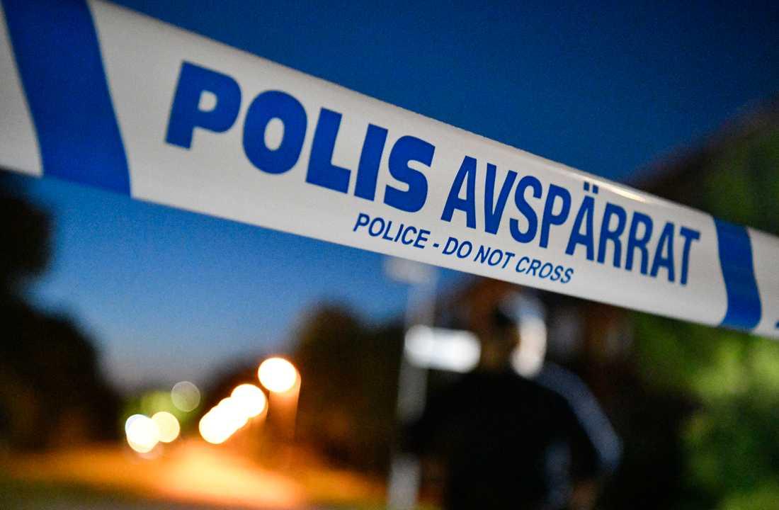 En man misstänks ha knivhuggit en anhörig i övre tonåren i Nacka kommun, öster om Stockholm. Arkivbild.