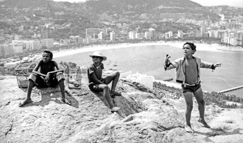 """Bild ur Arne Sucksdorffs """"Mitt hem är Copacabana""""."""
