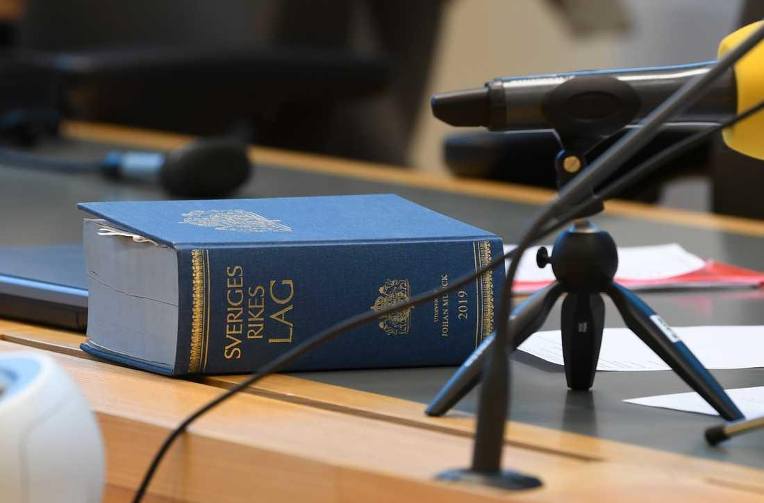 En man i 30-årsåldern döms till sex års fängelse av Vänersborgs tingsrätt för en serie av sexualbrott mot barn. Arkivbild.