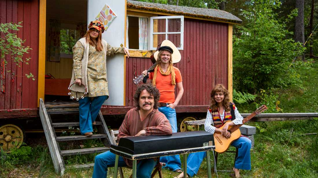 Lotta Lundgren, Erik Haag, Kakan Hermansson och Olof Wretling startar band i en ny SVT-serie. Pressbild.