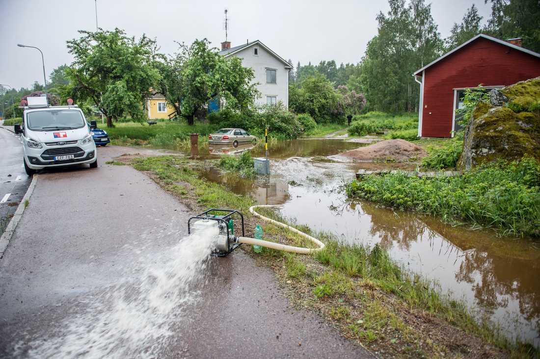 Översvämmad gård i Norberg.