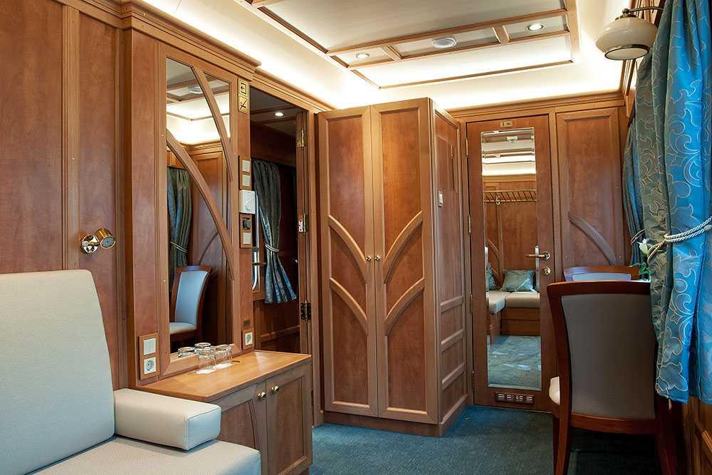 Superior Deluxe Cabin har dubbelsäng och stilren inredning.
