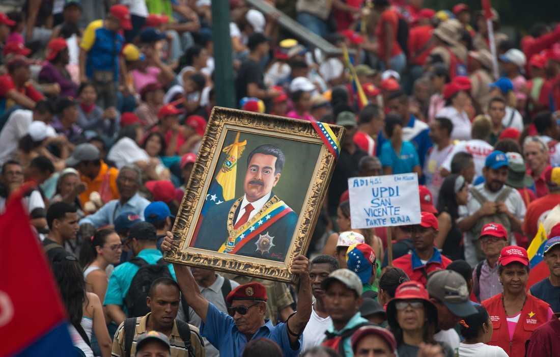 Regeringstrogna anhängare under en manifestation till stöd för president Nicolás Maduro i Venezuelas huvudstad Caracas i lördags.