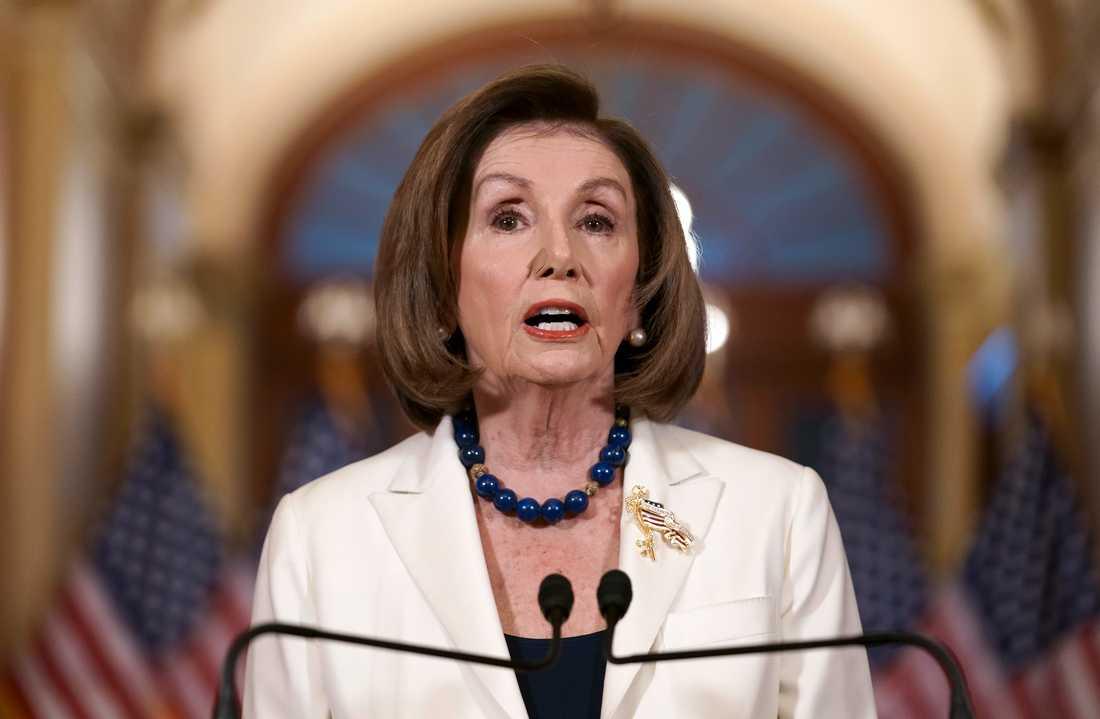 Representanthuset skriver på ett formellt riksrättsåtal, meddelade representanthusets talman, demokraten Nancy Pelosi på torsdagen.