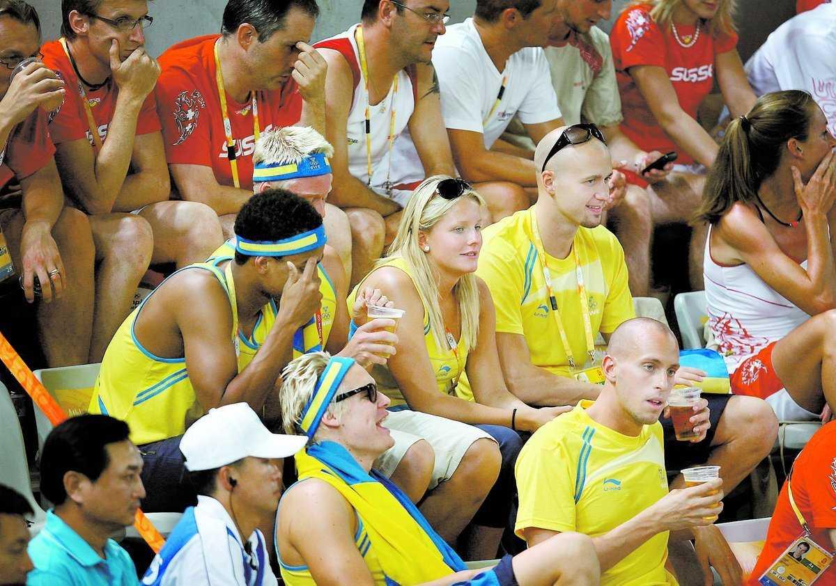 Rätt eller fel? Flera svenska idrottare drack öl när de tittade på tennis under sommar-OS i Peking.