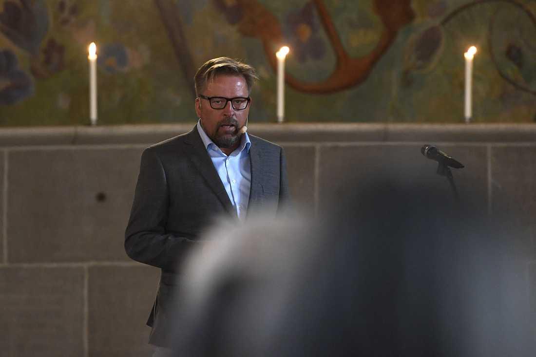 Ceremonins officiant var SVT-profilen Johan Ejeborg