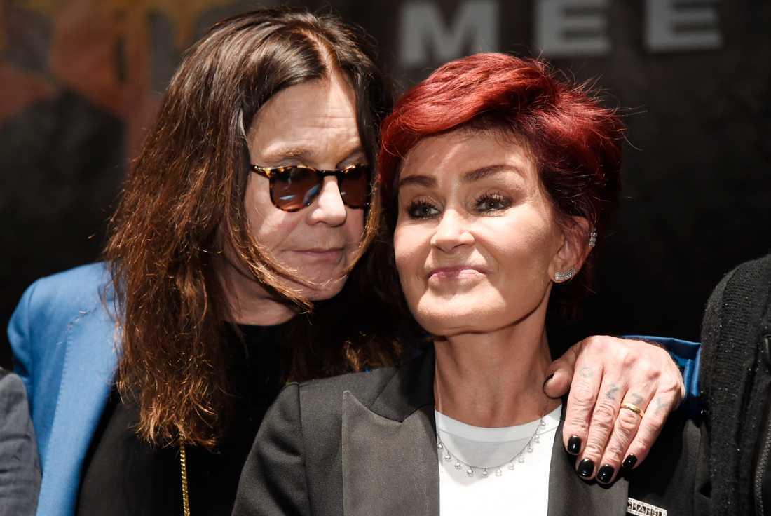 Sharon Osbourne fortsätter att gå hårt åt sin make, Black sabbath-stjärnan Ozzy.