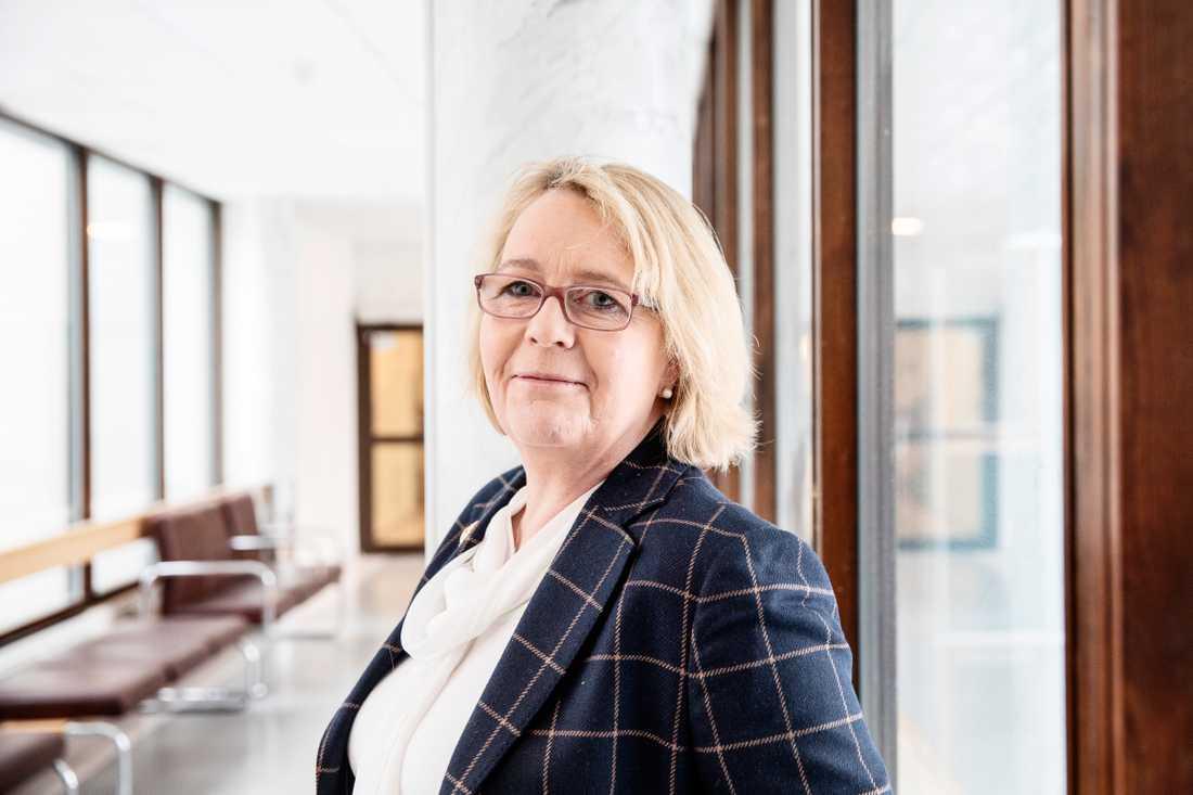Finansregionrådet Irene Svenonius (M) ger ut sin första bok.