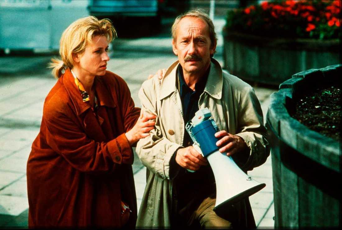 """enda boken som inte filmats  Tomas Alfredson har diskuterat att filmatisera boken """"Terroristerna"""". Det är den enda Beck-bok som inte har gått upp på vita duken – om inte """"Stockholm marathon"""" från 1994 räknas. Filmen med Gösta Ekman i rollen som Martin Beck, där även Corinna Harfouch medverkade, är bara löst baserad på boken."""