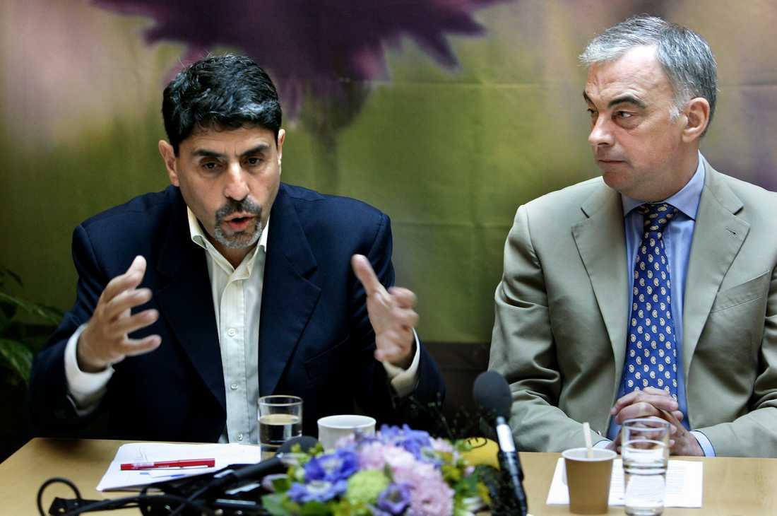 Mauricio Rojas var migrationspolitisk talesperson för Folkpartiet, numera Liberalerna. Här på en bild från 2006 med dåvarande partiledaren Lars Leijonborg.