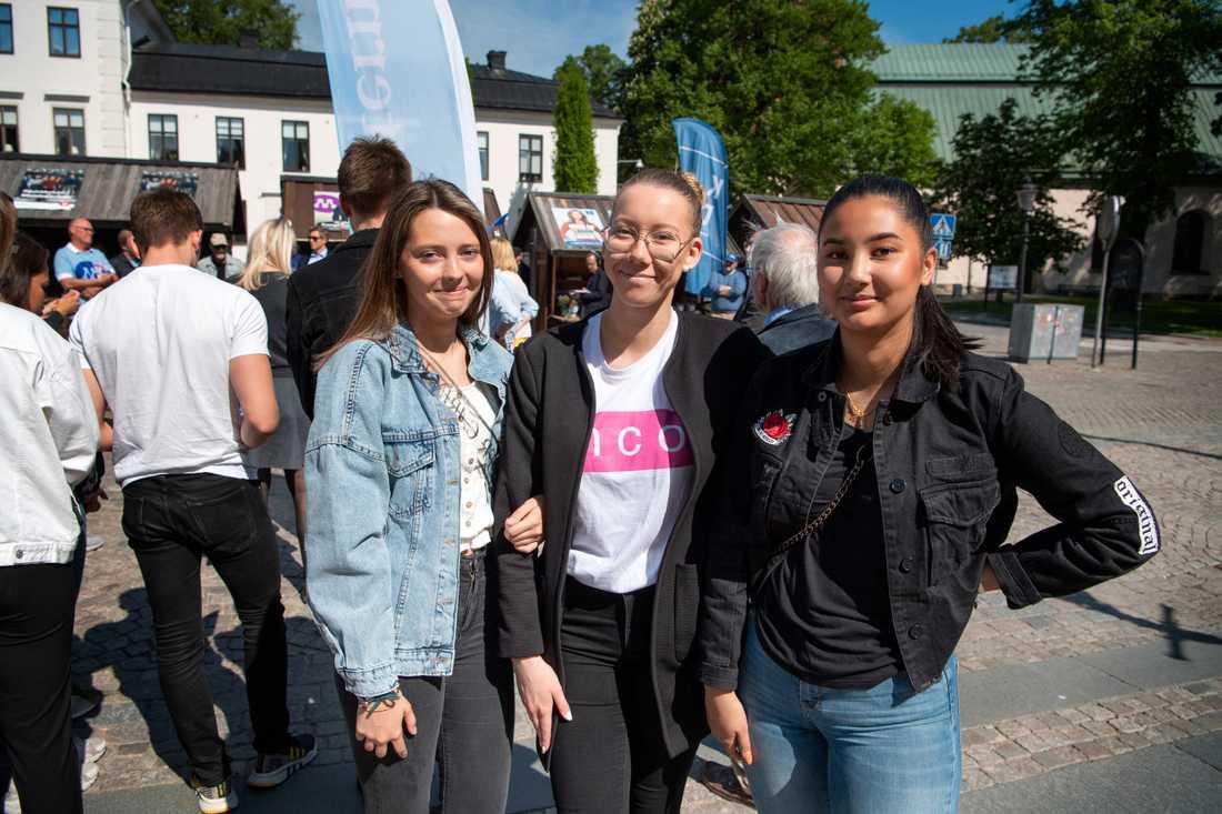 Förstagångsväljarna Lovisa Lindvall, Mira Eriksson och Nathali Häggberg.