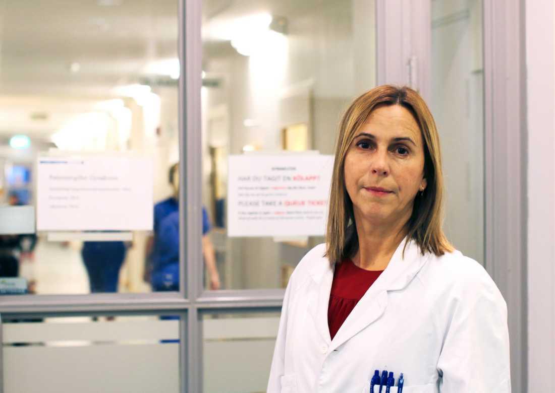 """""""Vi har alltid två barnmorskor när barnet föds fram och arbetar med att skydda mellangården"""", säger Corinne Pedroletti, verksamhetschef för obstetrik vid Sahlgrenska universitetssjukhuset"""