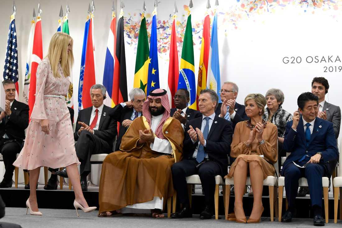 Saudiarabiens kronprins Mohammed bin Salman och drottning Máxima av Nederländerna vid G20-mötet. Mellan dem sitter Argentinas president Mauricio Macri. Kronprinsen och drottningen hade också ett enskilt möte.