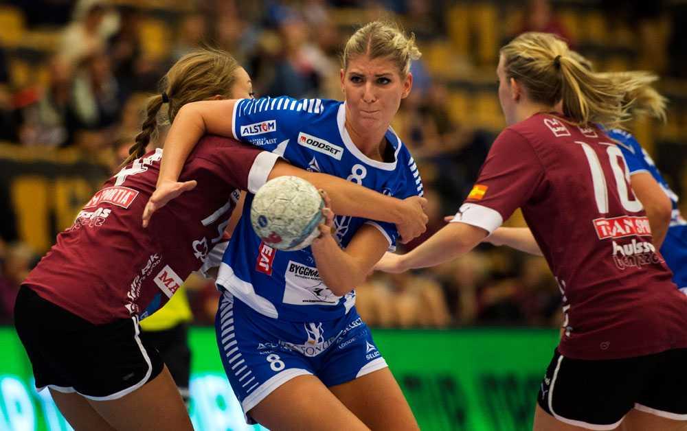 Julia Andrejic, H43, försöker komma igenom Lugis försvar.