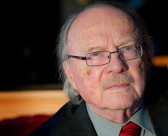 """""""Om de [homosexuella] kräver att få ta hela det allmänna utrymmet då blir det konflikter"""", skriver Jan Myrdal."""