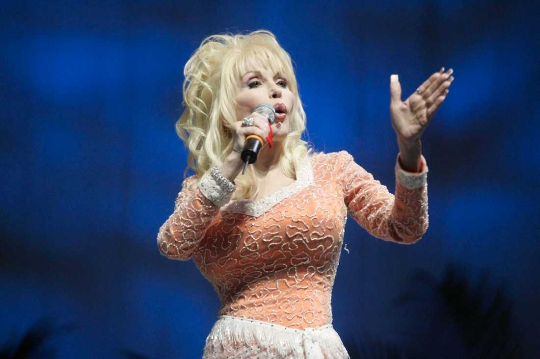 "Dolly Parton ""Whitney, I will always love you."""