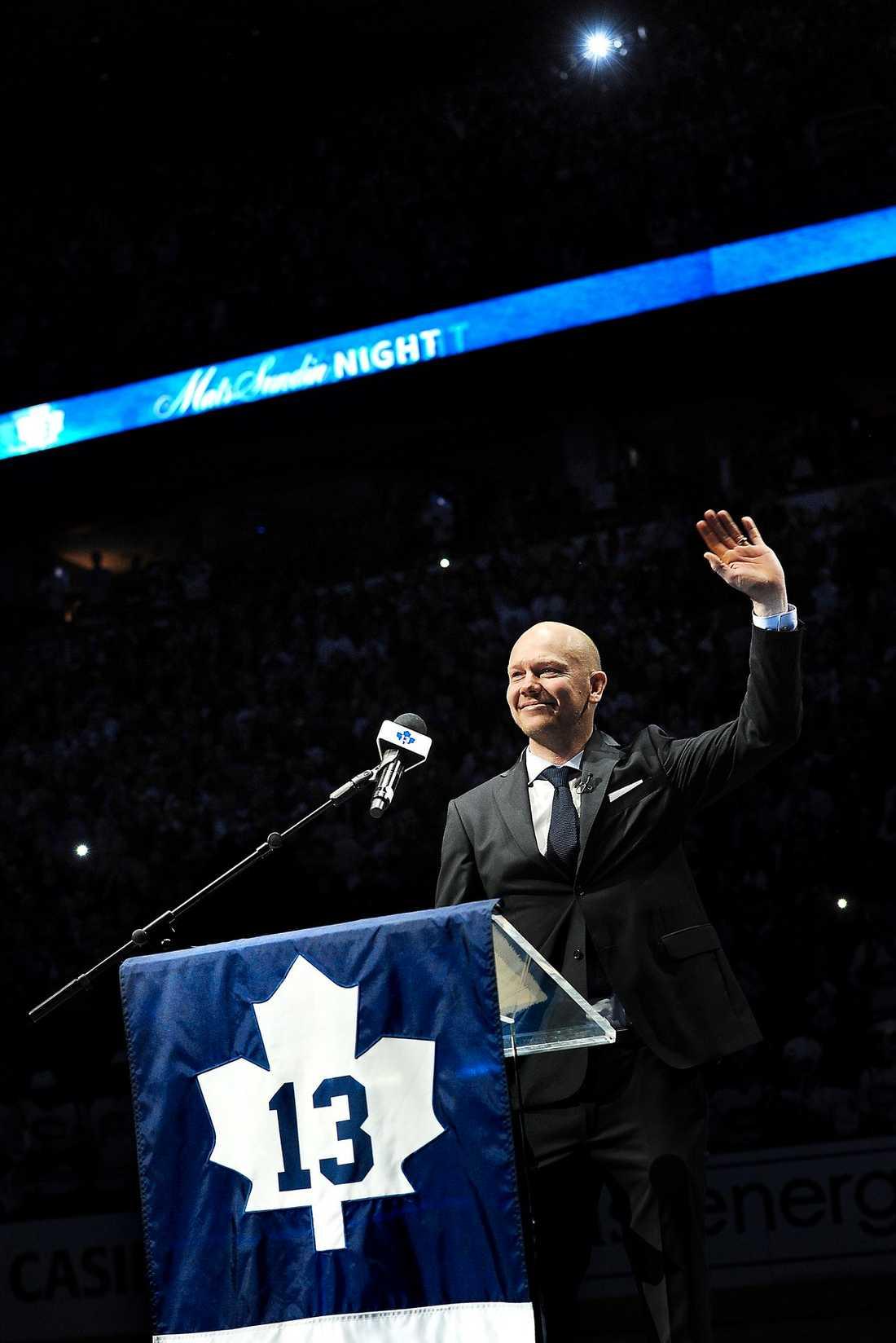 """TORONTOS HJÄLTE Mats Sundin hyllades stort av ett fullsatt Air Canada Centre. """"Det kom några tårar vid ett antal tillfällen"""", sa en av Maple Leafs största spelare genom tiderna."""