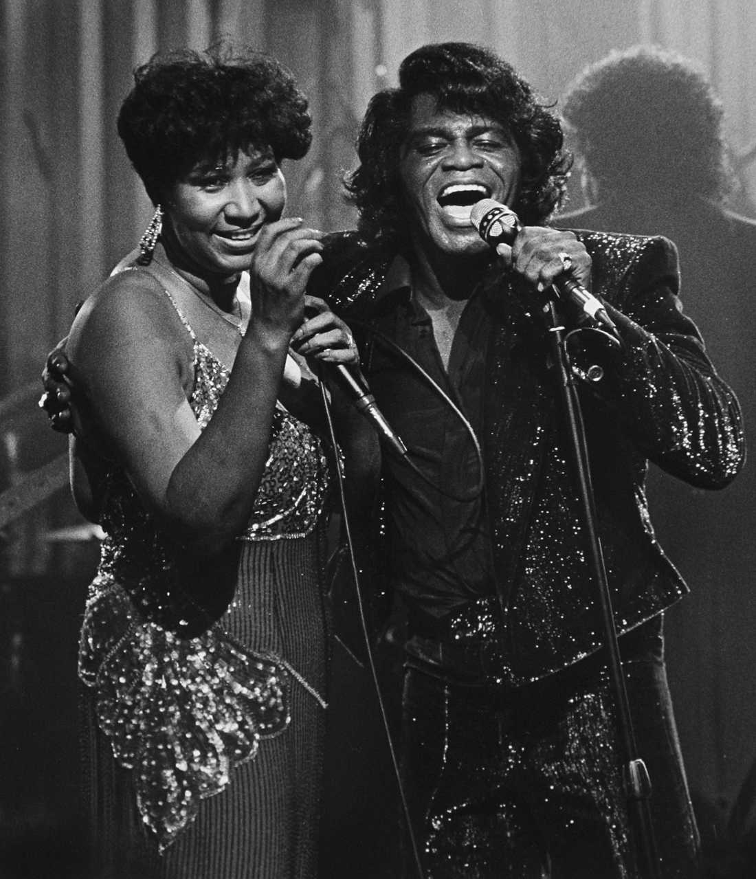 Franklin tillsammans med soulkungen James Brown vid en tv-inspelning 1987.