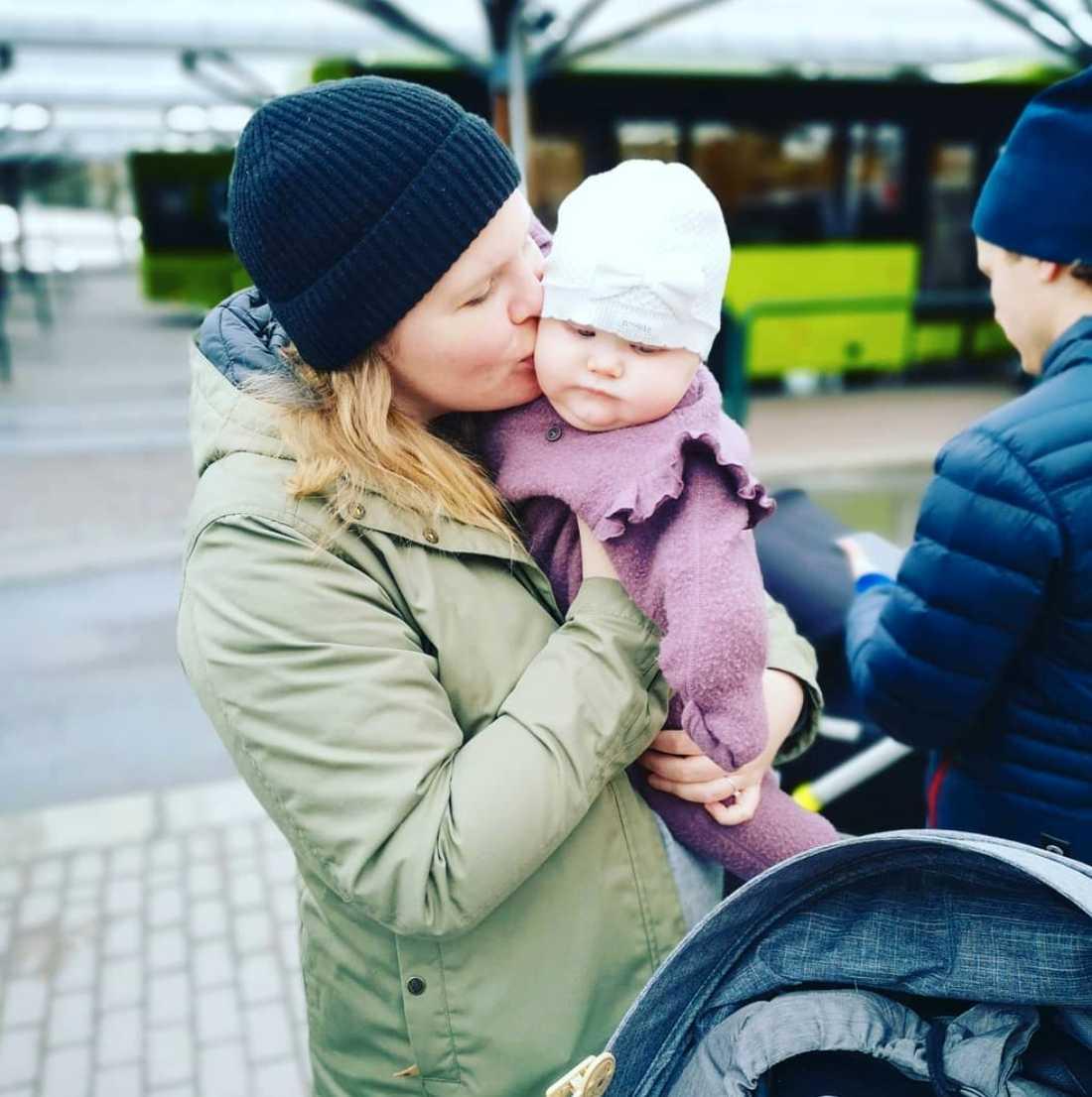 Nu skriver hon om sin förlossningsdepression öppet på Instagram för att stötta andra som går igenom liknande situationer och bryta tabun.