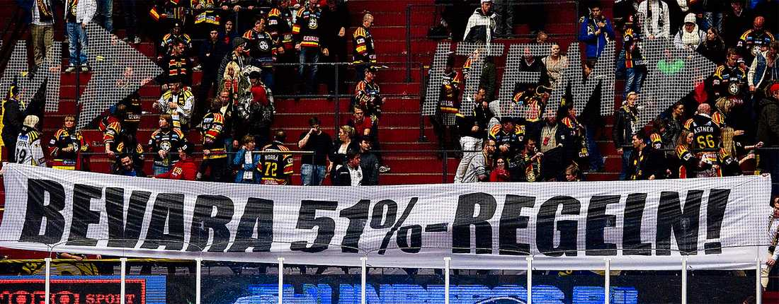 kampen avgörs i helgen  Brynäsklacken demonstrerar mot förslaget att häva klubbmedlemmarnas rösträttsmajoritet. I helgen avgörs frågan av Riksidrottsförbundet.