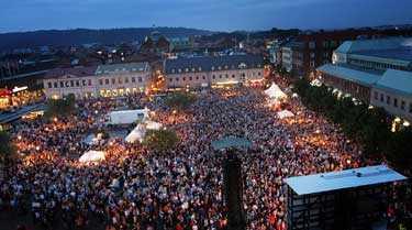 Omkring 20 000 personer såg konserten på storbildsskärm på Stora Torg