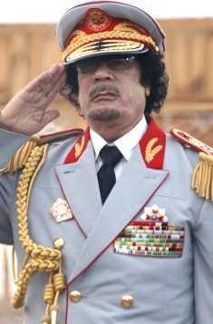 Gaddafi i vad som kan vara samma hatt.