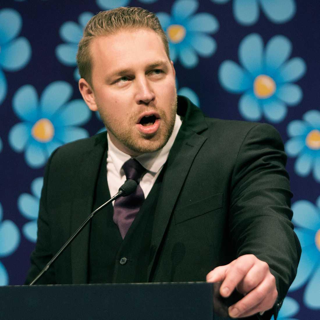 Sverigedemokraterna är också det parti som väljarna tycker är bäst på frågor som har med flyktingar och invandrare att göra. De har dessutom stärkt sin ställning på området, i dag tycker 27 procent att SD har bäst politik på området, fem procentenheter fler än veckorna före valdagen.