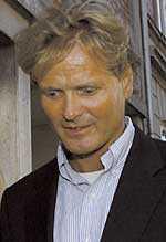 Espen Høiby, 44, lämnar tingsrätten i Kristiansand.