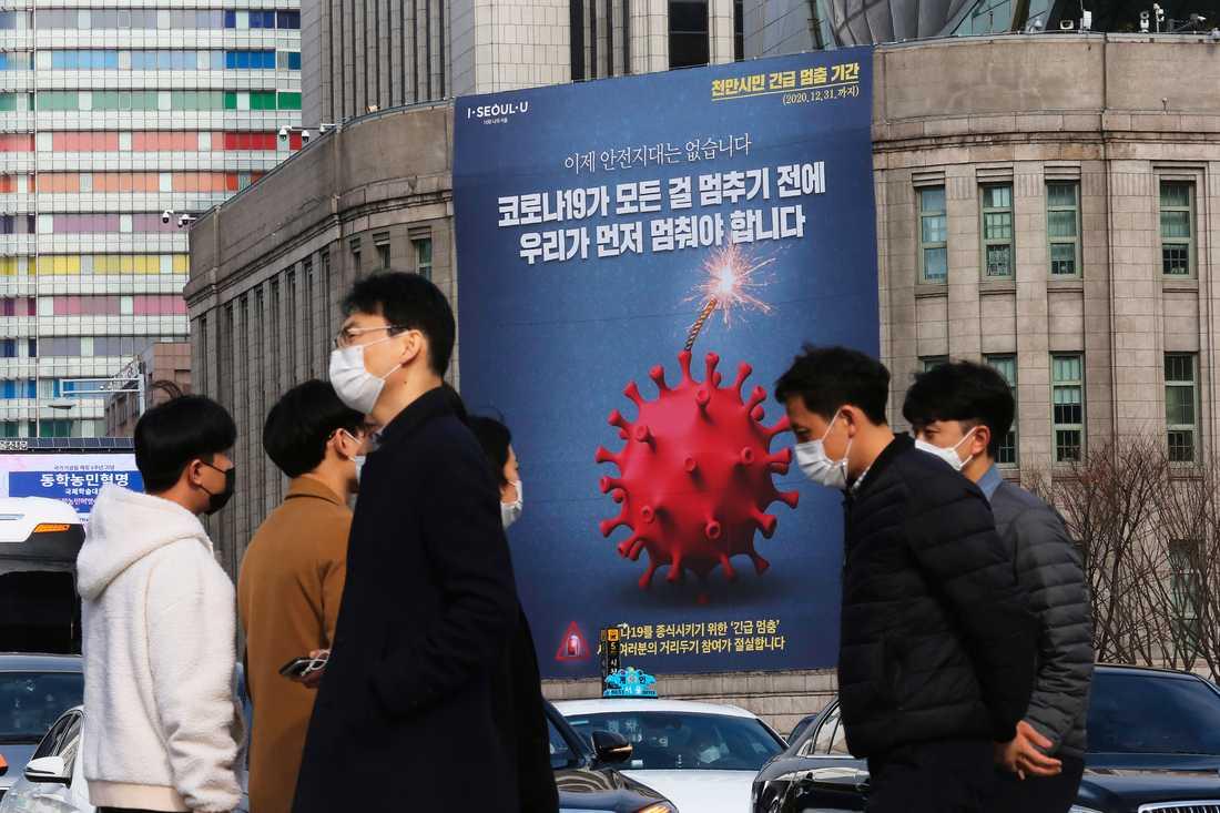 Restriktionerna har skärpts i Sydkorea sedan antalet nya covidsmittade återigen har nått samma nivåer som i våras.
