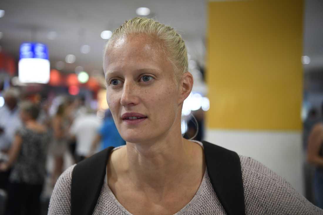 Carolina Klüft på flygplatsen i Grekland.